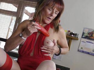 Секс на кухне с соседкой