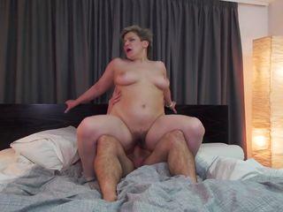 Секс со зрелой волосатой пиздой